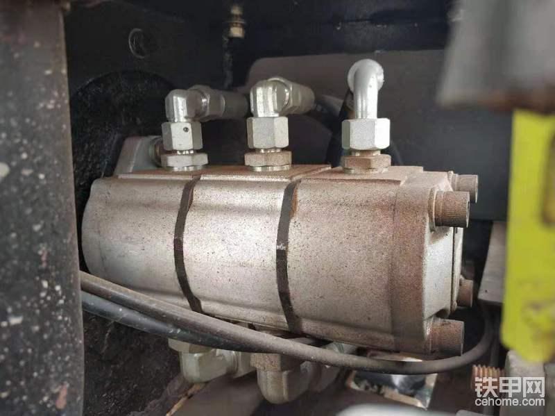 主泵,岛津的三联齿轮泵