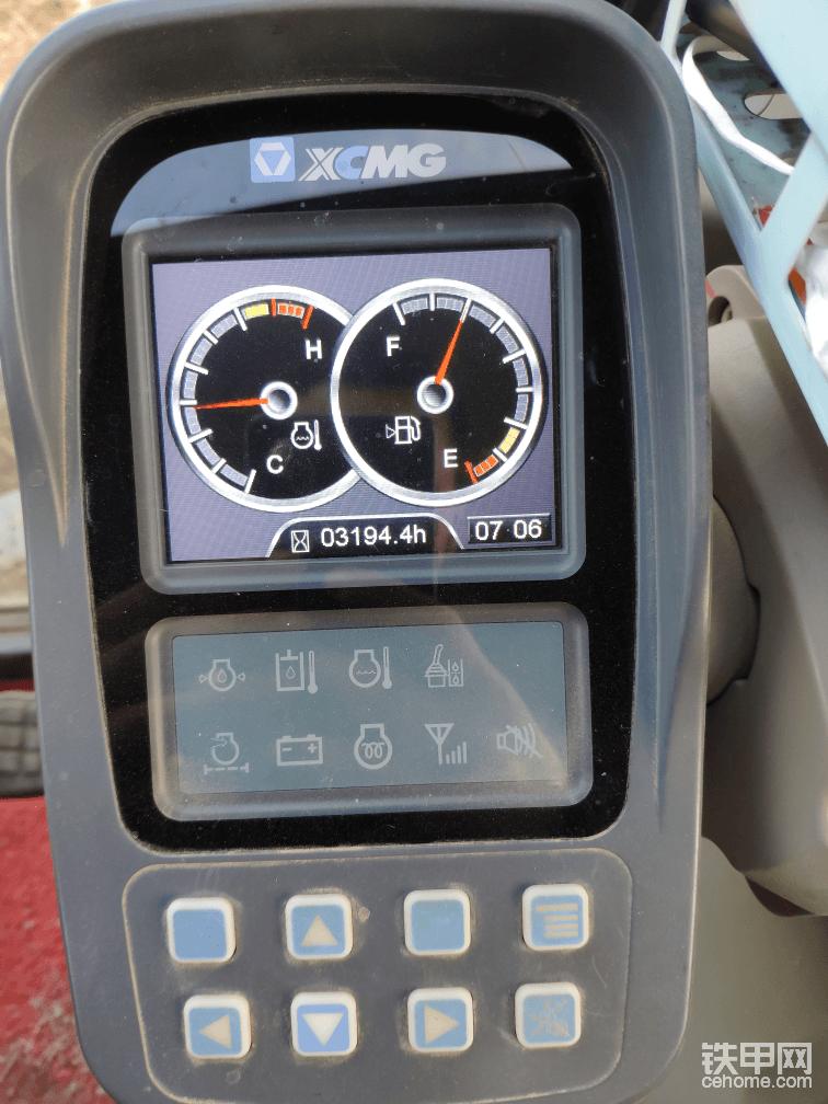 驾驶室的噪音属于一般,不属于安静的那种,力气也可以,油耗也比较低,基本上加一箱油能干四天活吧!一天八九小时的样子