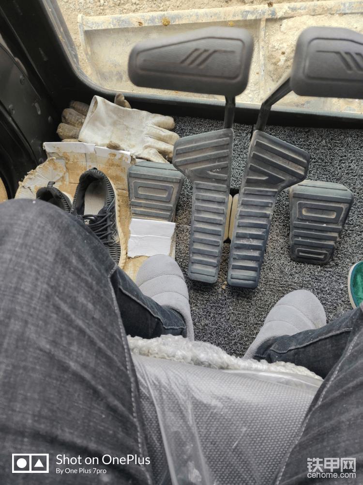某宝买的丝圈脚垫,回来自己裁剪,挺不错的