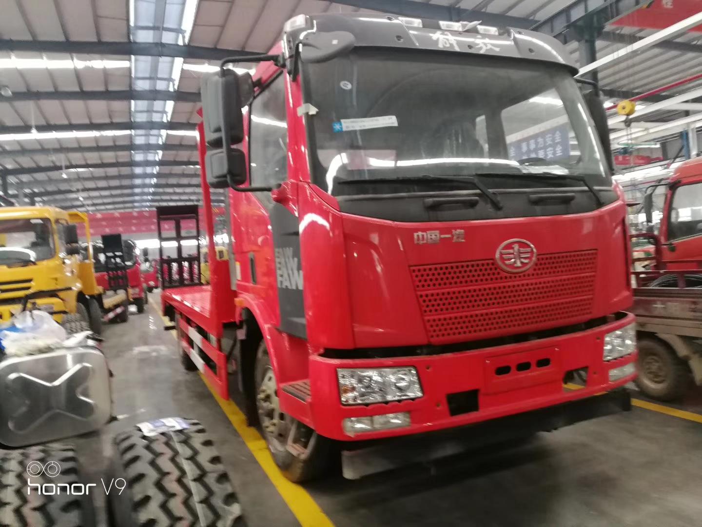 解放J6拉150挖机拖板车