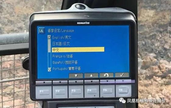 进口小松120-8仪表盘可以调中文吗?