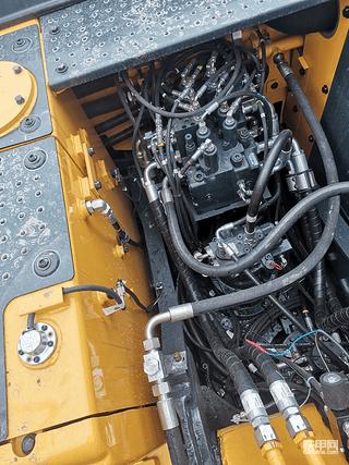 现代150轮挖简配国产了