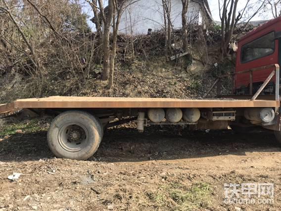 拖车板有点歪,不知道怎么回事,自己也看不出来问题在哪。