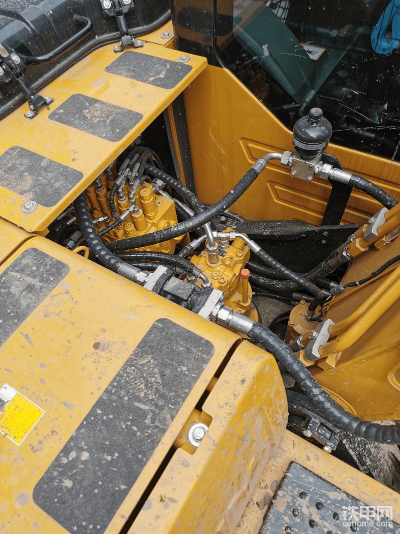 原装自带破碎锤管路,破碎锤管路自带储蓄器和回油滤心器