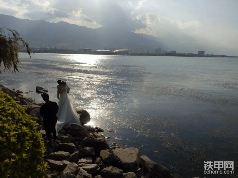17年独自洱海边散步
