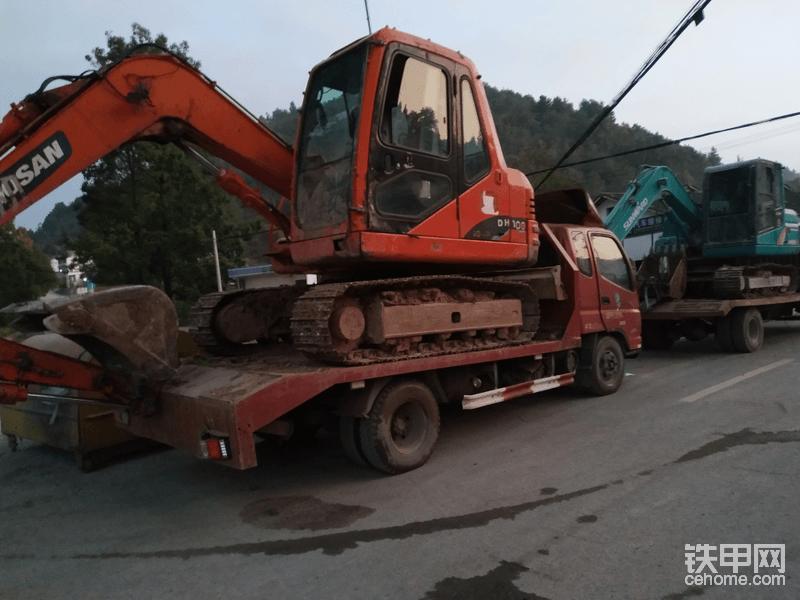 5000小时的斗山80,加拖车一起13万。