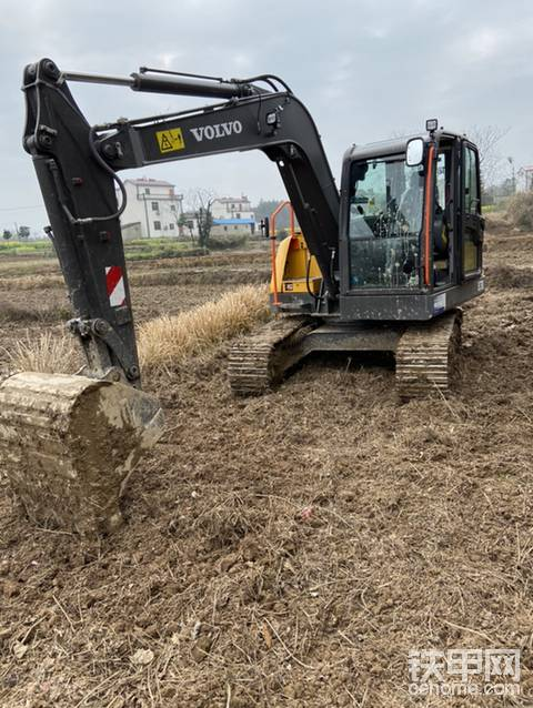 新挖机缺机油