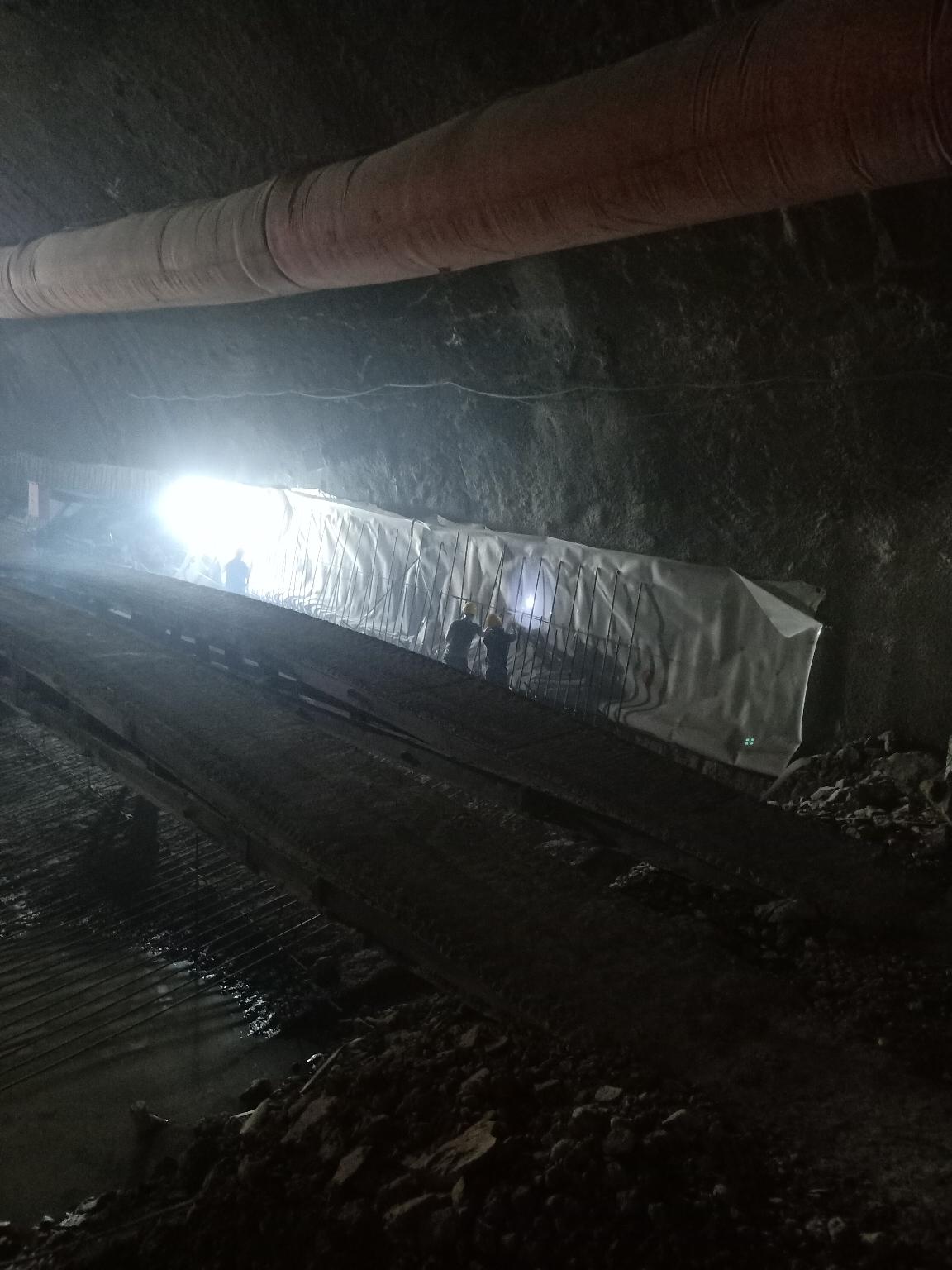 劳动最光荣,隧道司机的一天。