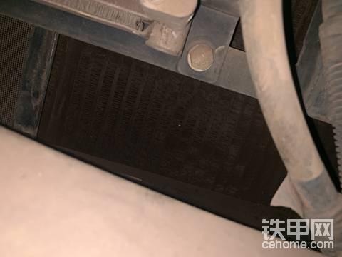 柳工920E散热器漏油,求助