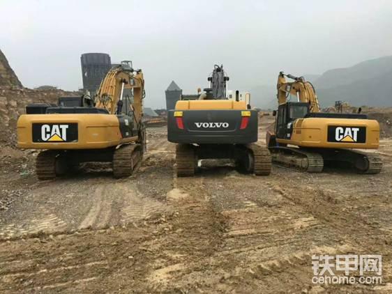 "又买了台卡特326<img class=""smiley"" src=""/img/smiley/new/tiejia21.gif"">当时我一个人开三个挖机"