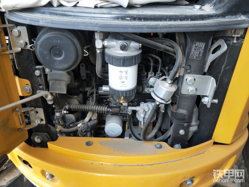 洋马动力,符合国三排放,液压系统是来自德国力士乐公司的负荷传感分流器LUDV系统,