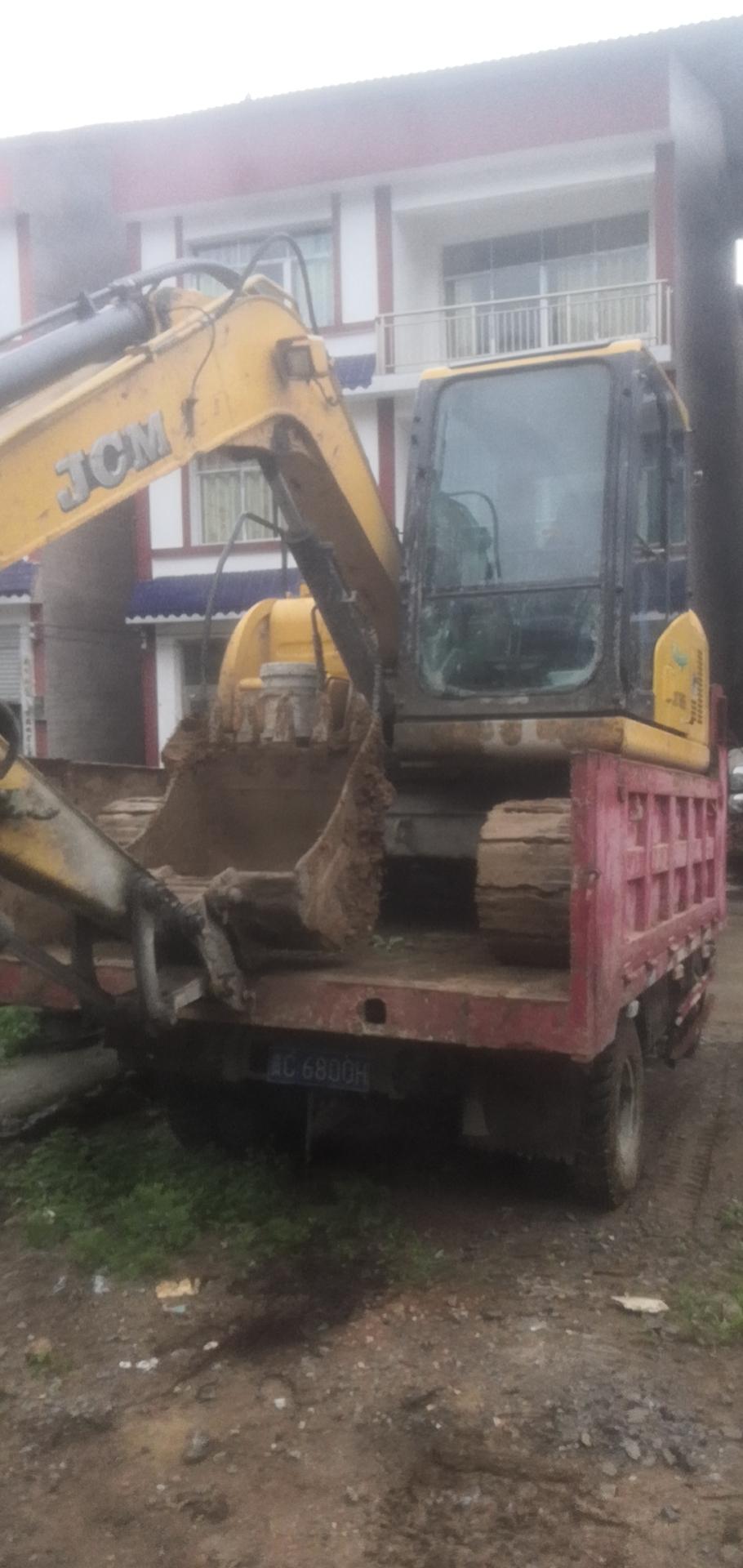 自用精品80挖机出售刚刚打完款