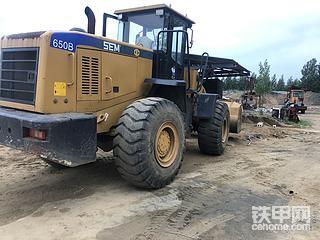 山工650B换铲底铲板作业
