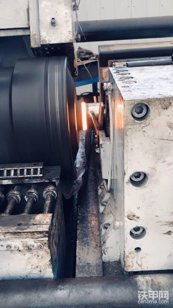 挖機油缸桿摩擦焊焊接-帖子圖片