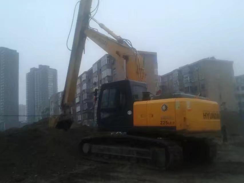 挖掘机伸缩臂20吨机型挖掘深度12.5米