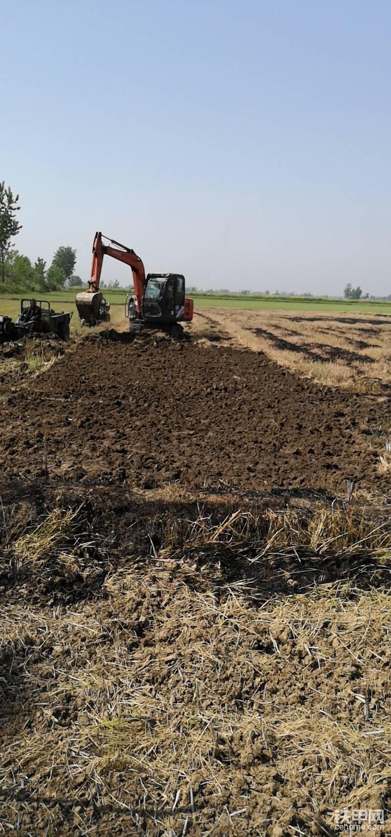 農田改造粗挖中!