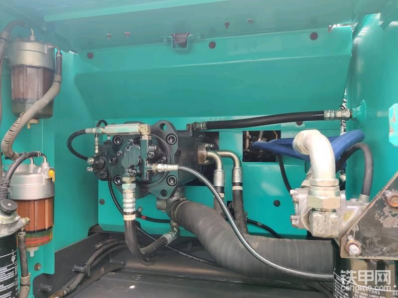 液压泵说是原装液压泵,这个不知道是不是。也不是很懂,各位兄弟可以帮上眼看看。