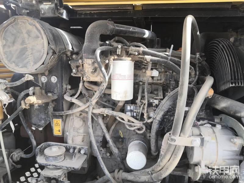 仔细检查油缸,缸芯是否有划伤,缸芯是否有修复,以及是否更换过油封。