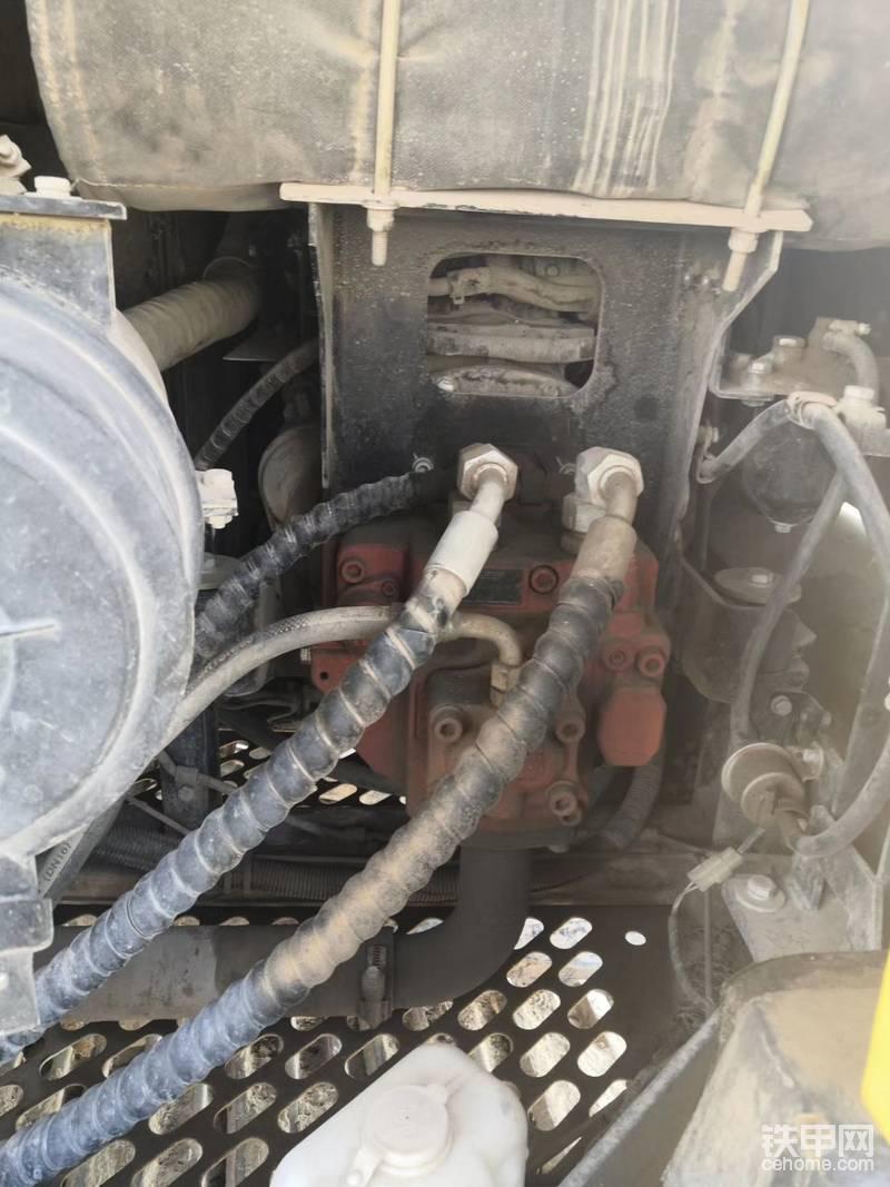 发动机,搭载的进口洋马,我仔细检查了发动机,防冻液,空气滤芯,包括废气管,当然我打电话仔细问过售后服务,包括拧过的螺丝,打破砂锅问到底