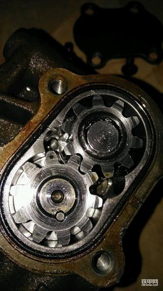 沃尔沃210输油泵