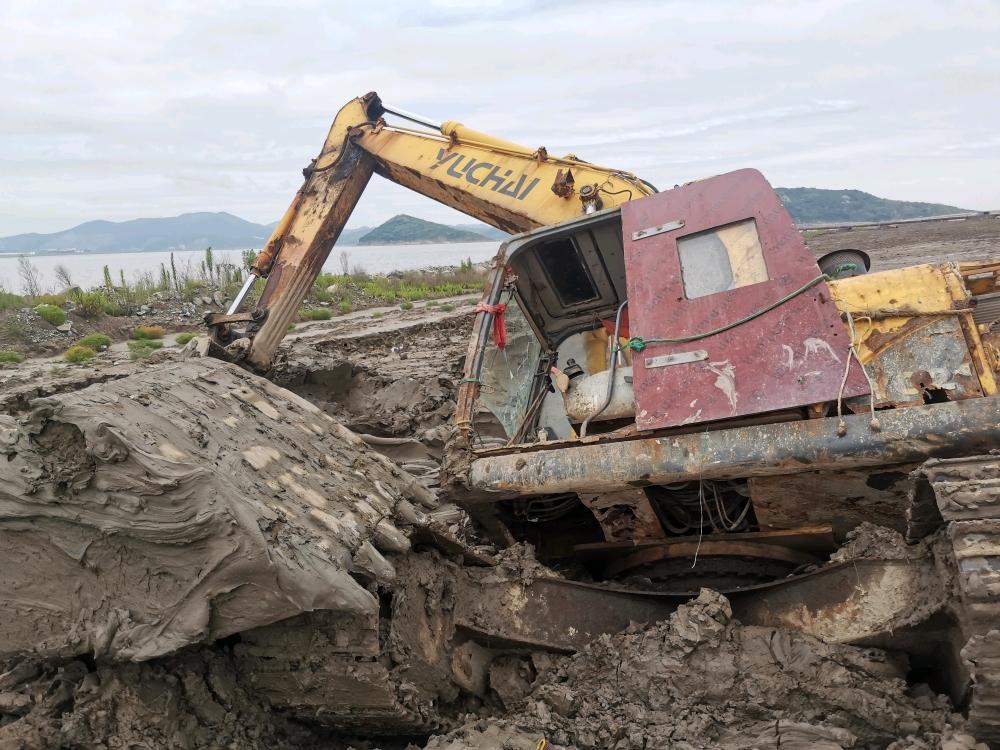 [我的成长记]渣渣学徒与九成报废挖机的陷机相遇