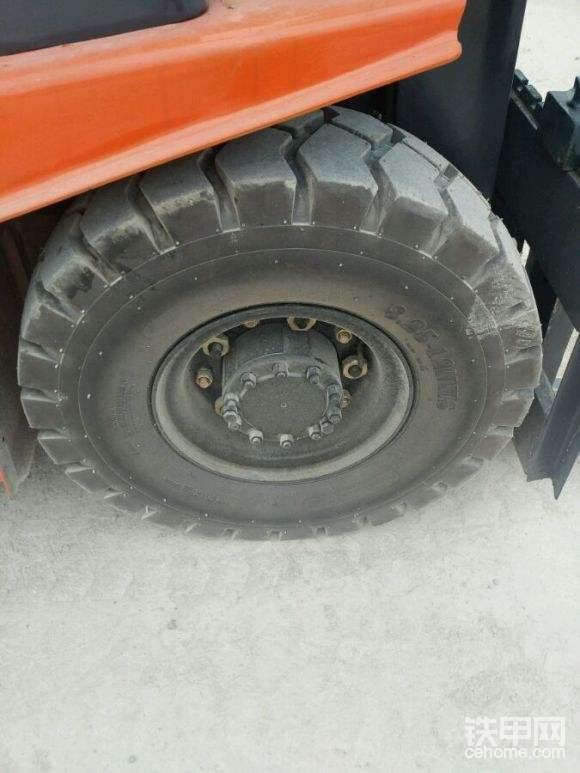 3、由于车桥技术的更新,驱动轮一般配2.8*9-15的轮胎,轮毂辨识度很高。