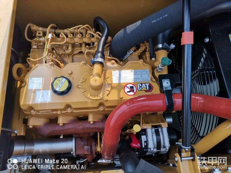 卡特C4.4发动机(国产无锡珀金斯)跟卡特320GC一样的,就是低功率版 大马拉小车 动力十足 保养配件跟320GC通用,但同样带来了保养费用较高。