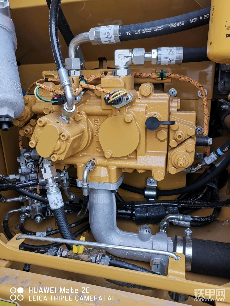 大泵可能是国产但周边附属件为日本产 车辆整体运行速度快,液压动作非常协调