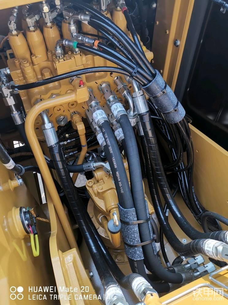 分配阀以及旋转马达为日本产 管路布置合理充分展现了大厂设计能力