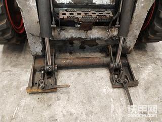 【维修记】山猫滑移s770前快换装置拆检。