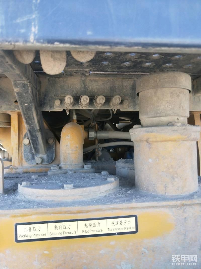 保养方面机油排放口和防冻液排放口设计的挺方便,就怕遇到坏人使坏我把防冻液排放口改到了发动机上了。