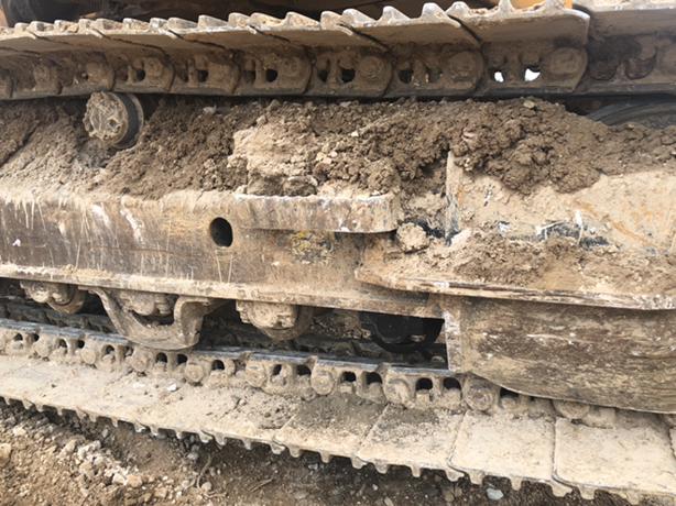 2900小时,支重轮漏油,挖斗透了。