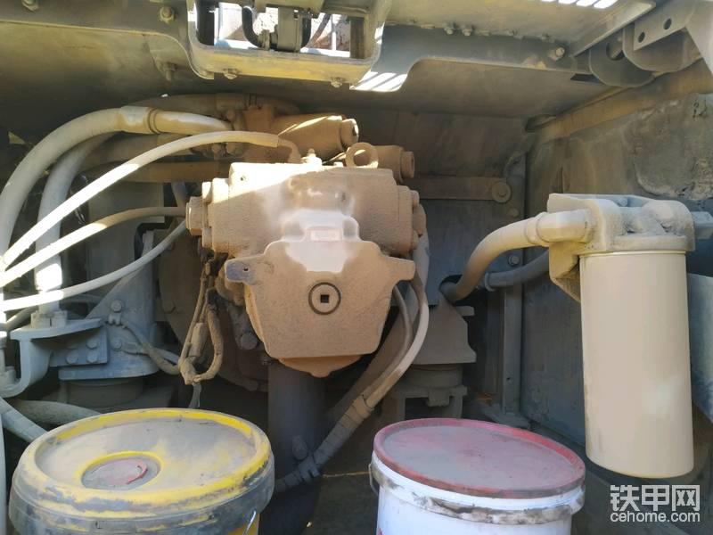 液压泵干净,没漏油