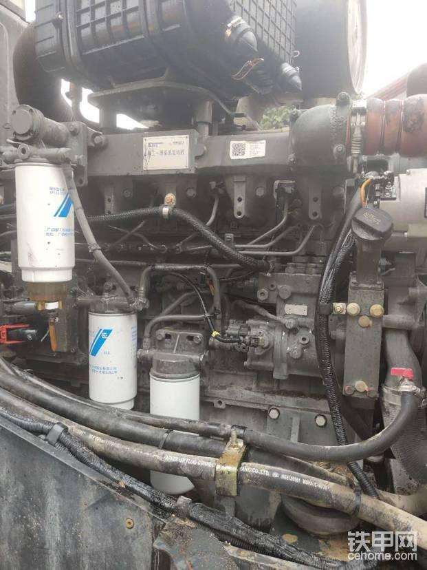 大潍柴!原厂柴油滤芯!车子没有一点废气,外观也很干爽,能看得出以前车主也是比较重视柴油问题!