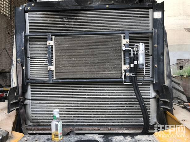空调散热器,稍微有点变形,但是不影响使用!