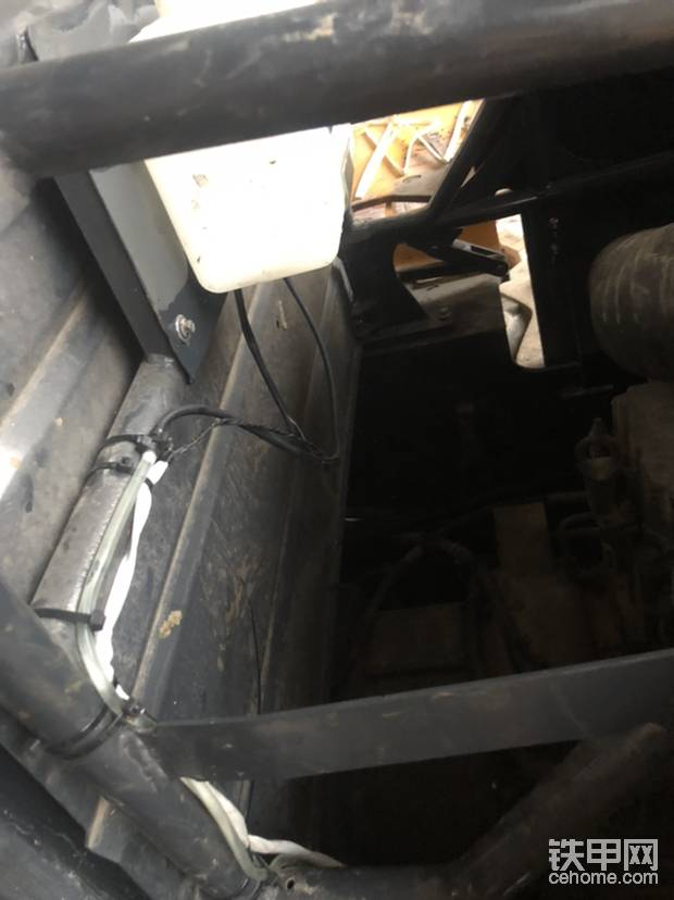 接线,接水管,这个都被烧了,还是绝缘管保护,扎带固定,没毛病!