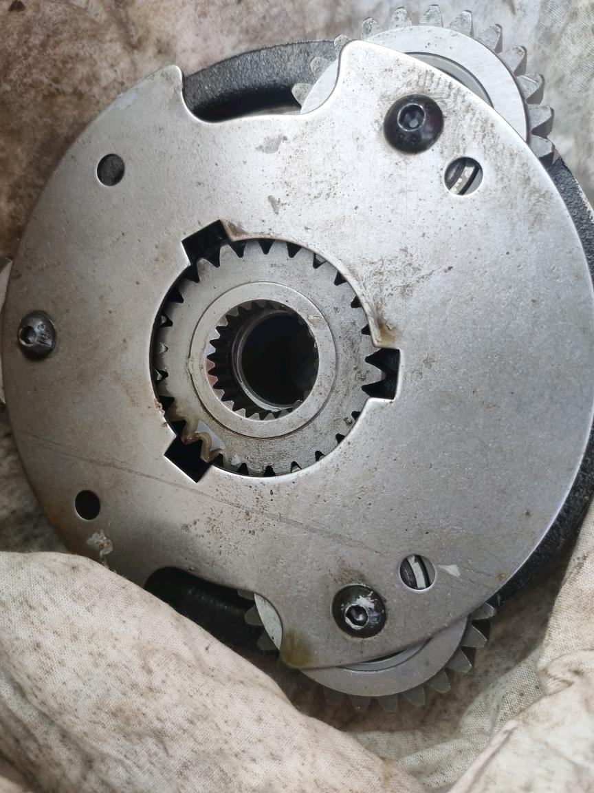 自己动手修理日立60大盘 回转 中心管道油封