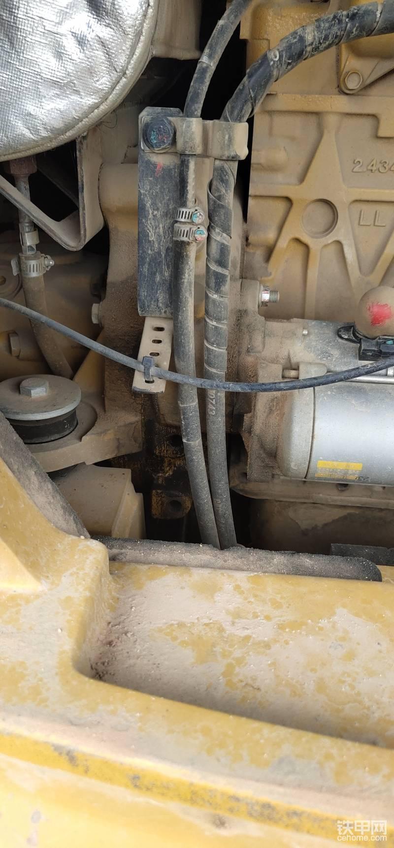 发动机和大泵结合的地方漏油