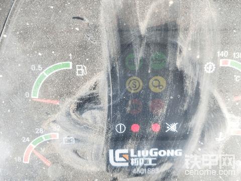 求教柳工ZL50cn着车时带亮2盏灯是什么故障