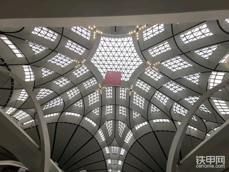 终于,网红机场最红的角度,被小编拍到了