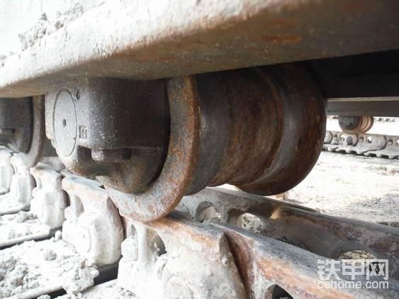 负重轮和现在的挖掘机并无明显区别。