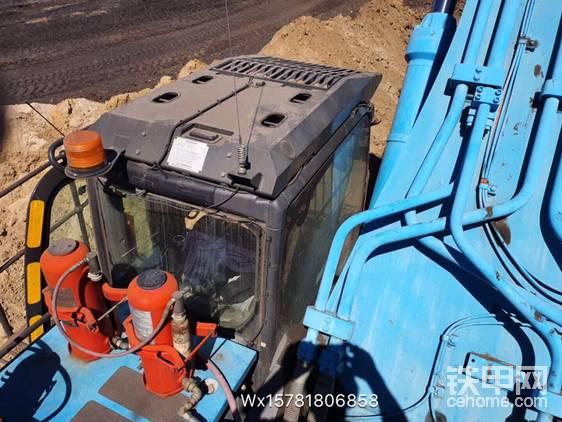 少見的藍色日立挖掘機-帖子圖片
