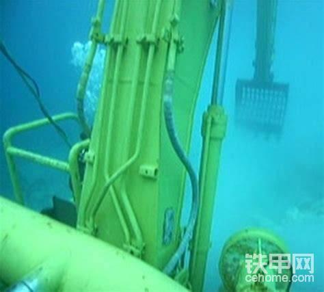 液压管路水密性良好,也很难漏油。日本人主要关心的不是什么漏不漏油,而是液压油是否会污染海水。不过该车的液压油是可以降解的。(看看国内会不会想到环保!)