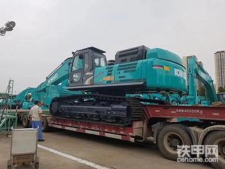 神钢495d挖掘机,自重53吨