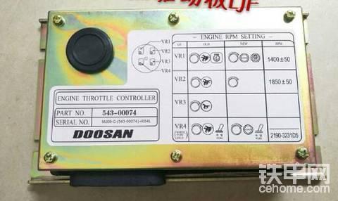 斗山225-7油门控制板在那个位置