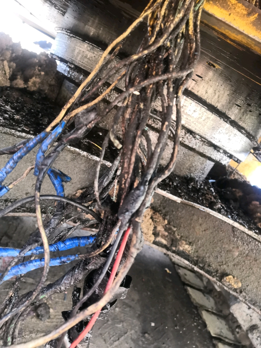 三一75挖掘机油门转速忽高忽低的故障排