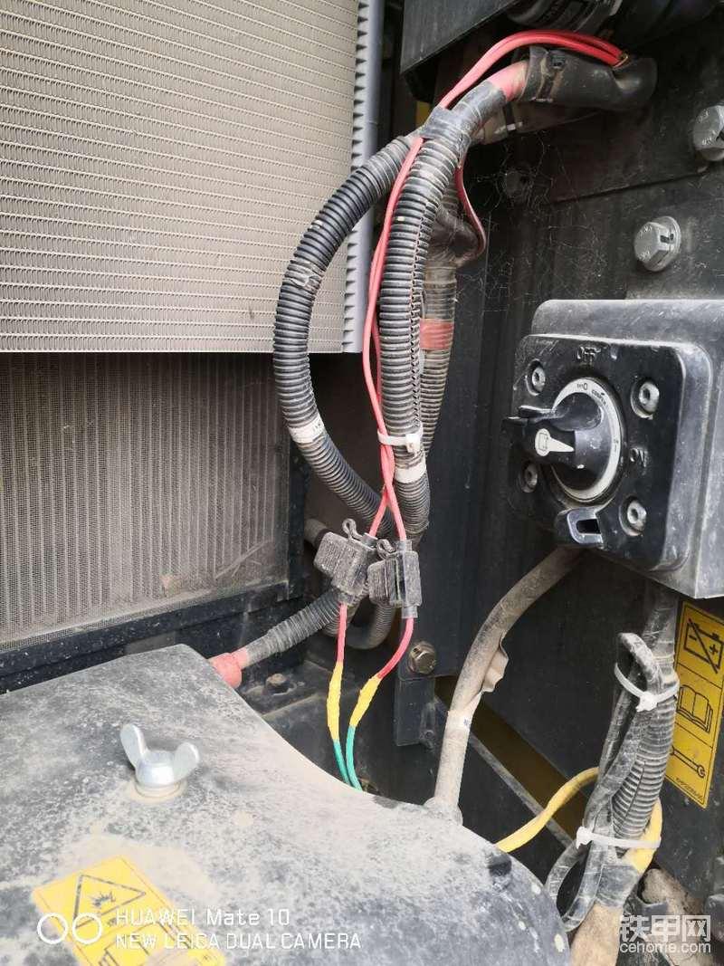 自己搞得的黄油机的电源,加了保险,电线都用防火线管套住了,改了点烟器的电源,不要开钥匙也可以充电了,加了保险