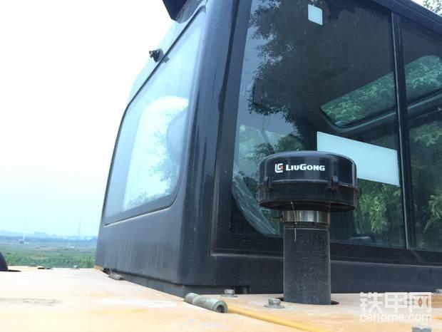 360可视驾驶室,视野开阔,作业安全高效。