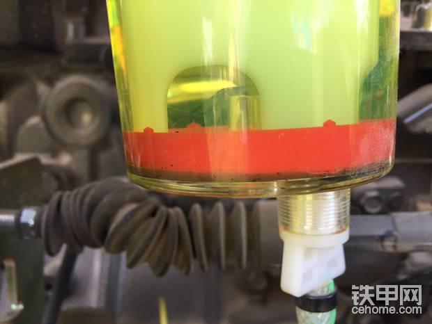 效果立杆见影,才50小时的油水分离器就如此不堪了,