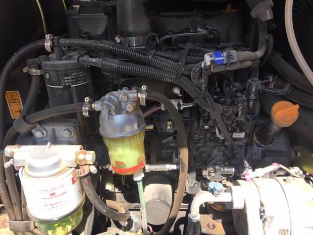 三道柴滤三道保护,保障引擎高效率运转,创造可观的经济效益!工作环境往往比较特殊,机子经常要摩托车运输燃油人工添加。油品在运输过程中加油过程中往往受到严重的污染,而且绝大多数都是工地提供的燃油或使用私人加油站的燃油,发动机极易受损!
